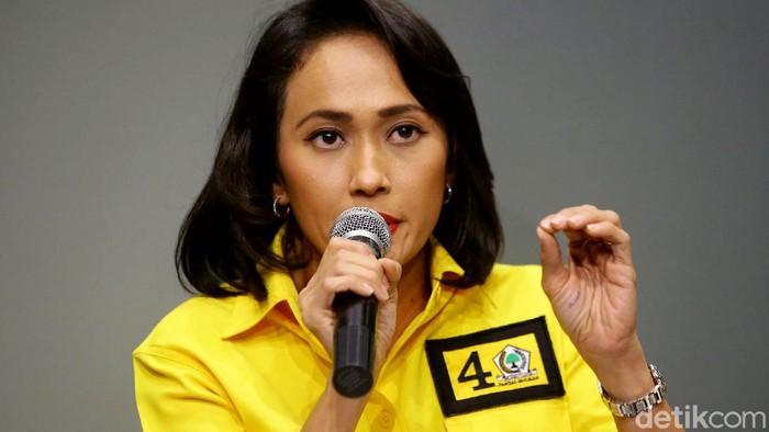 Caleg Partai Golkar Christina Aryani hadir dalam diskusi yang membahas mengenai perlindungan migran Indonesia di seluruh dunia, Jakarta, Rabu (27/3/2019).