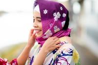 Kunjungi juga Yumekata di Kyoto. Toko ini menyediakan penyewaan Kimono untuk para traveler Muslim. Terdapat paket-paket yang bisa traveler pilih. Toko ini mulai membuka rental Kimono muslim semenjak Februari 2019. (Kyoto kimono rental Yumeyakata/Facebook)