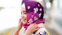 Foto: Cantiknya Turis Berkimono Jilbab di Jepang