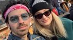 Joe Jonas Berjaket Gambar Mie Ayam dan Petai, Ini Fotonya!