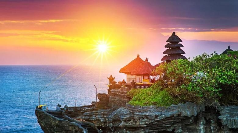 Beautiful Tanah Lot Hindu temple in Bali at sunset