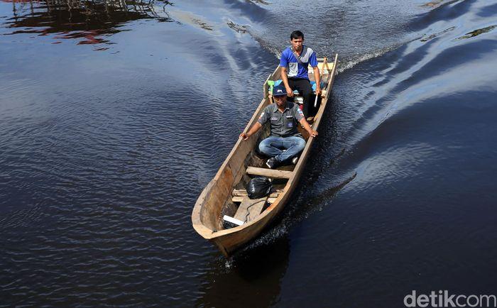 Tak ada pekerjaan yang tak memiliki tantangan. Salah satunya adalah menjadi pegawai BRI di pulau terluar Indonesia yang harus membelah lautan dan tak jarang bertaruh nyawa demi menyalurikan bantuan sosial kepada warga.