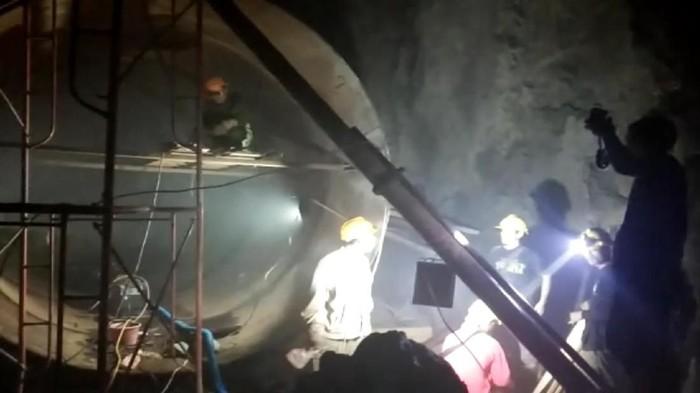 Terowongan tempat sejumlah TKA bekerja untuk proyek pembangkit listrik di Sukabumi. (Foto: dok.Imigrasi Sukabumi)