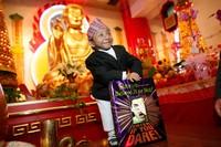 Saat di New York dia juga berkunjung ke Mahayana Temple. (Khagendra Thapa Magar/Facebook)