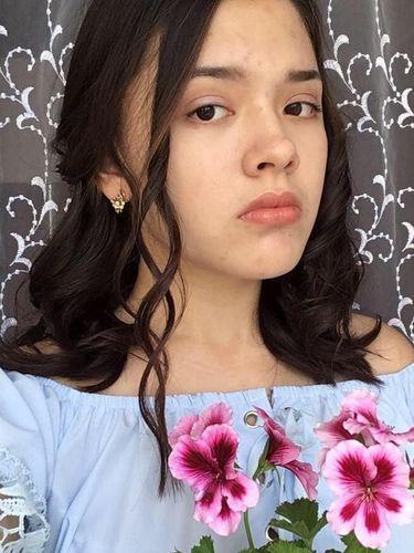 Miris, Remaja Cantik Ini Selfie di Rel Berujung Tewas Ketabrak Kereta