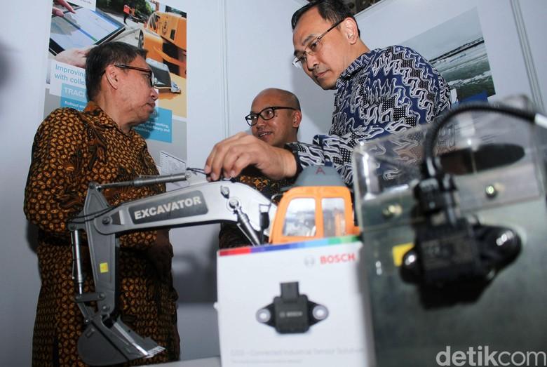 Kementerian Perindustrian (Kemenperin) menggelar pameran produk berteknologi canggih di gedung Kementerian Perindustrian, Jakarta. Rabu (27/3/2019). Salah satu pesertanya adalah Bosch yang menampilkan solusi IoT terdepan mendukung percepatan implementasi Industri 4.0 di Indonesia.
