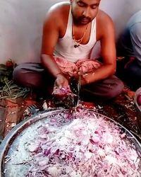 Wuuz! Secepat Kilat Orang India Cuci Piring dan Mengiris Bawang