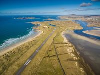 Landasan pacu Bandara Donegal yang indah panorama di sekelilingnya (Donegal Airport/Facebook)