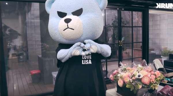 Ekspresi Lucu Lisa BLACKPINK saat Diberi Kejutan di Hari Ulang Tahunnya