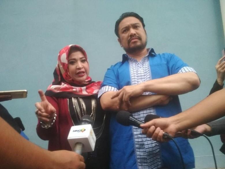 Foto: Wirdha Sukaesih dan suami (Hnaif/detikhot)