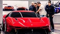 Mobil itu dibuat oleh Ferrari Styling Centre, di bawah arahan Flavio Manzoni serta tim teknik dan aerodinamik.