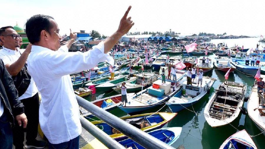Hari ini Presiden Jokowi berkampanye di hadapan nelayan Pantai Manggar, Balikpapan. Di kalangan traveler lokal, pantai ini juga terkenal karena keindahannya (dok. Agus Suparto)
