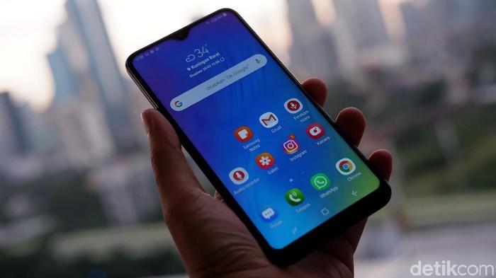 Samsung Galaxy M10. (Foto: Adi Fida Rahman/detikINET)