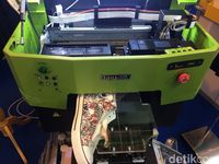 Mesin Print Ini Bisa Jadi Saingan Pelukis Sepatu