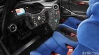 Bagian interior sangat mirip dengan mobil asal dengan penyatuan roll cage ke dalam bodywork. Bagian samping dasbor telah dirancang ulang dari versi 488 GT3, seperti halnya kursi dan panel pintu dan yang paling terbaru adalah bagian serat karbon yang tidak memiliki pengaruh pada berat mobil.