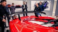 Mereka bekerja sama dengan klien, berbagi prinsip-prinsip dan visi, untuk menciptakan sebuah Hero Car terbaru dengan jiwa yang benar-benar unik dan otentik.