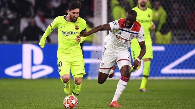 Tanguy Ndombele pernah membuat Lionel Messi kesulitan. (