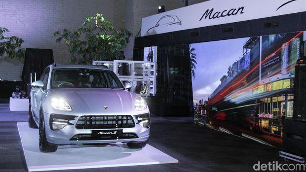 SUV mewah yang menggunakan nama Indonesia, Porsche Macan datang dengan model barunya ke tanah air. Mobil siap menjadi mainan orang kaya.