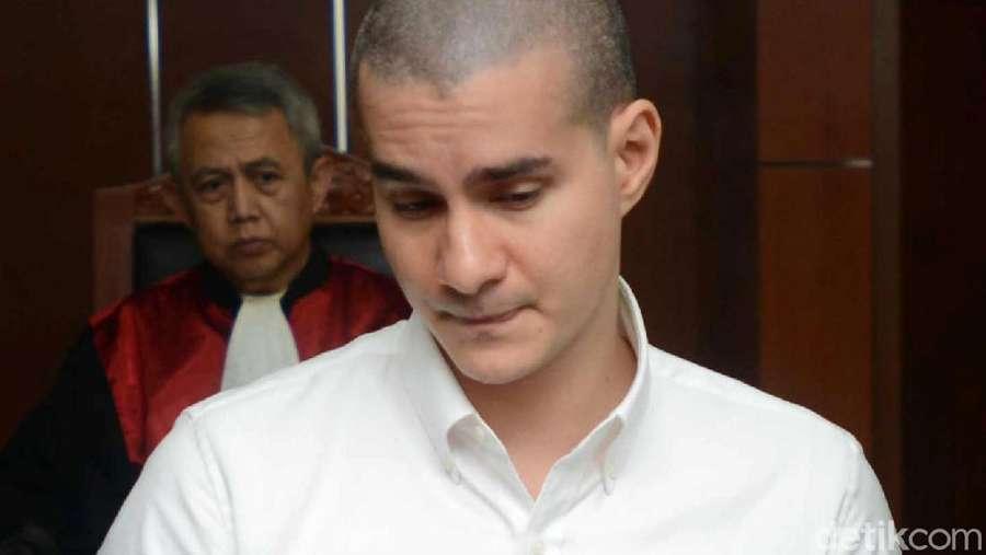 Steve Emmanuel saat Persidangan, Gugup, Asam Urat dan Koyo di Leher