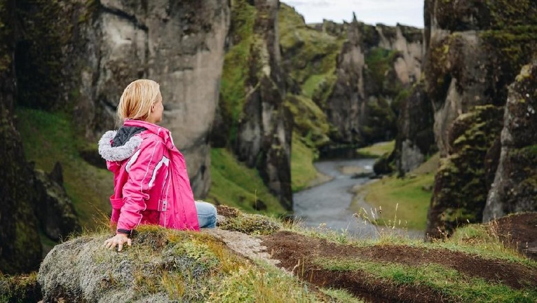 Ilustrasi turis di Islandia (iStock)