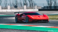 Ferrari dalam siaran persnya tidak menyebutkan siapa klien yang dimaksud. Yang pasti dia adalah seseorang yang ahli di dalam dunia Ferrari, berasal dari keluarga penggemar dan pengagum Kuda Jingkrak sejak dulu, dan dia sendiri adalah seorang kolektor Ferrari yang cerdas dan berwawasan luas.