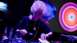 Butterfly dan Dinar Candy Lewat, Ini Aksi Nenek 80 Tahun Nge-DJ