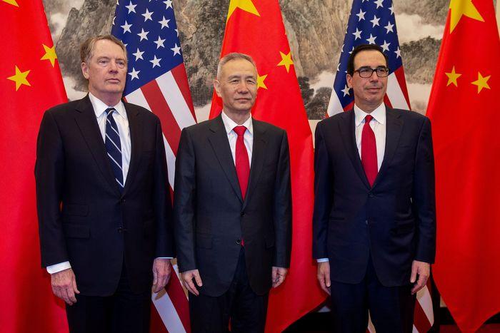 Pemerintah Amerika Serikat (AS) dan China kembali ke meja perundingan membahas penyelesaian perang dagang. Nicolas Asfouri/Pool via REUTERS.