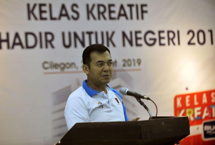 Dirut PT Krakatau Steel (Persero) Tbk Silmy Karim memberi paparan kewirausahaan saat membuka acara pelatihan Kelas Kreatif Wirausaha BUMN Hadir Untuk Negeri di Cilegon, Banten, Jumat (29/3/2019). Foto: dok. Krakatau Steel