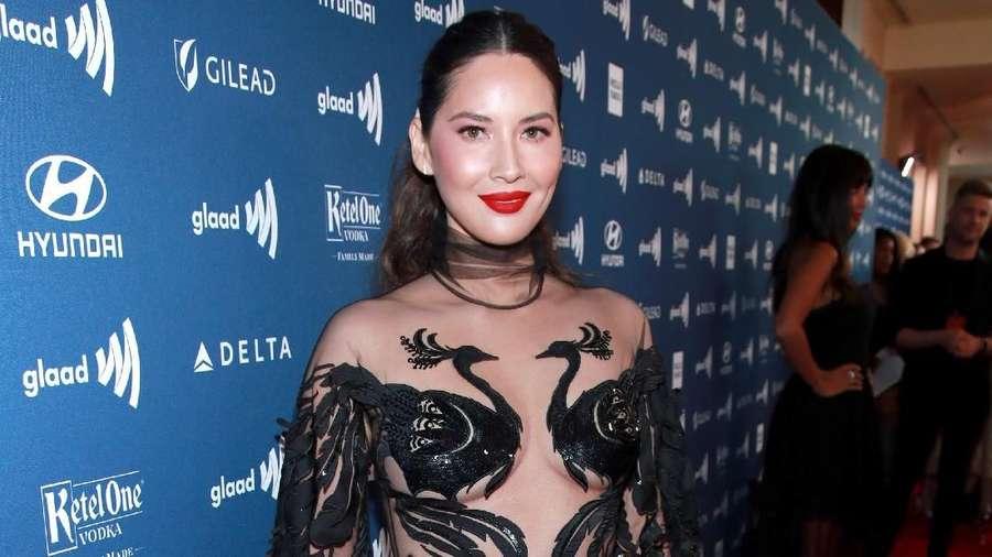 Olivia Munn Seksi Abis dengan Dress Menerawang