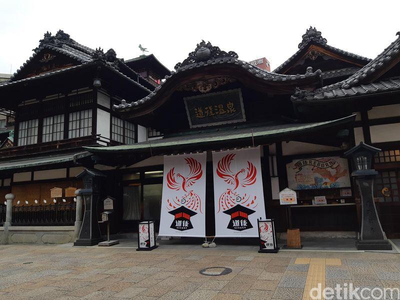 Kawasan Resor Dogo Onsen menjadi salah satu atraksi palinng tua di Jepang. Mata air panas ini sudah menjadi pemandian yang berumur lebih dari 3.000 tahun. (Bonauli/detikcom)