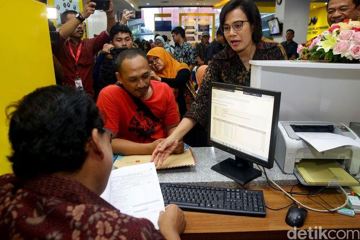 Menteri Keuangan Sri Mulyani Indrawati mengunjungi sejumlah Kantor Pelayanan Pajak Pratama di Jakarta, Jumat (29/3/2019) salah satunya adalah di KPP Pratama Tebet.
