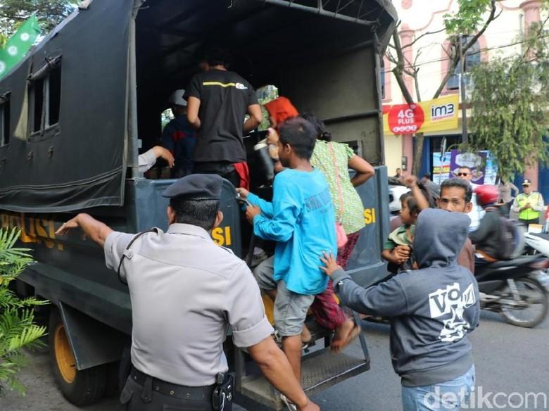 Razia di Malang, Belasan Anak Jalanan dan Pengamen Terciduk