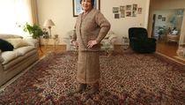 Wouw, Nenek Ini Bikin Baju Rajut dari Kantong Plastik Supermarket!