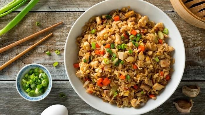 Pastikan nasi goreng yang kamu makan aman dan disiapkan secara higienis. (Foto: iStock)