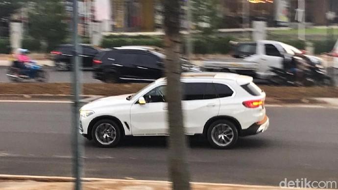 BMW X5 Model Baru Tertangkap Kamera di Jalanan BSD