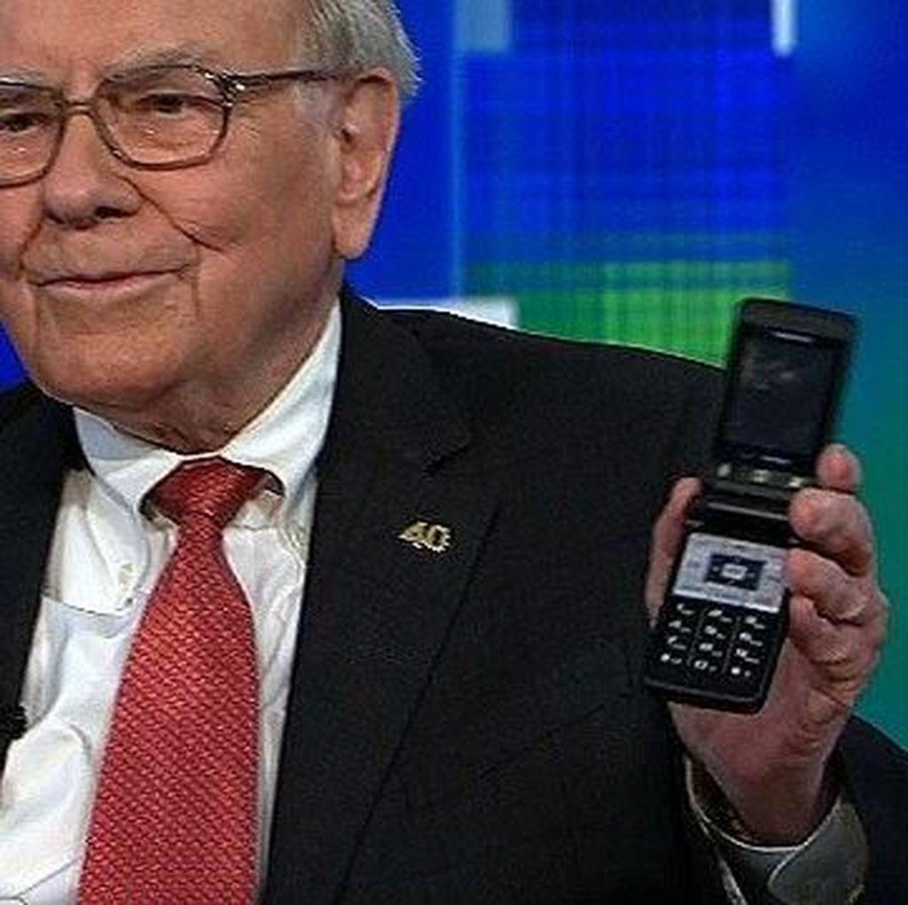 Dari Ponsel Lipat Jadul, Triliuner Ini Akhirnya Pakai iPhone