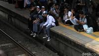 Sebelumnya VP Corcom KCI Anne Purba meminta kepada penumpang yang terburu-buru untuk menggunakan moda transportasi lain.