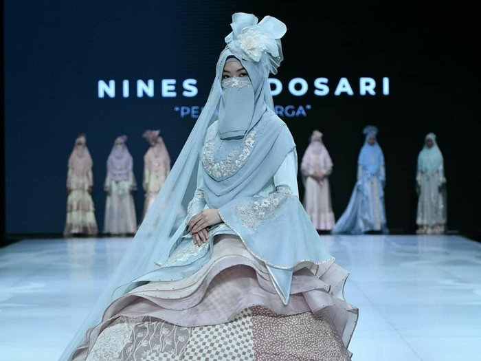 Kayar Ninies Widosari di IFW 2019. Foto: Dok. Indonesia Fashion Week 2019