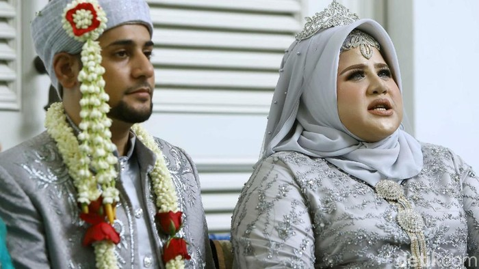 Pernikahan Dhawiya dengan Muhammad di kawasan Jatinegara.