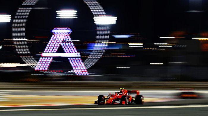 Charles Leclerc merebut pole GP Bahrain. (Foto: Lars Baron/Getty Images)
