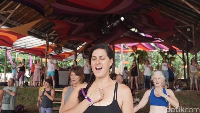 Latihan gerakan, meditasi dan kontrol pernapasan menjadi kunci dalam jenis yoga ini. Foto: Khadijah Nur Azizah/detikHealth