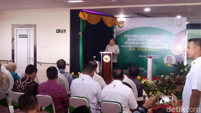 JK memberikan sambutan pada peresmian RS Ibnu Sina Makassar. Foto: Ibnu Munsir