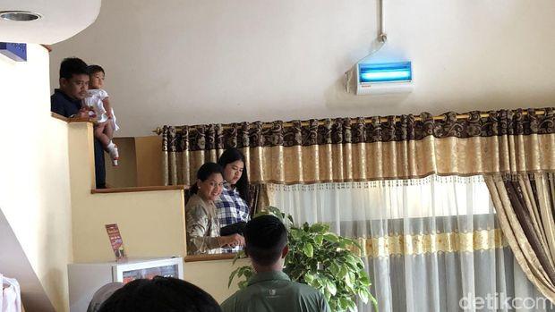 Tampak istri, anak, dan menantu Jokowi ada di rumah makan