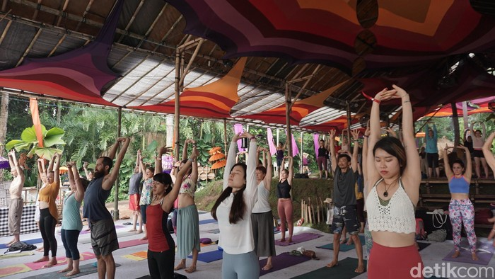 Instruktur Qi Flow Yoga, Ronan Tang, menuturkan pada dasarnya, tubuh memiliki chi atau energi dengan tekanan yang berbeda-beda. dengan menyadari itu, bukan hanya kesehatan fisik yang didapatkan tetapi juga mental. Foto: Khadijah Nur Azizah/detikHealth