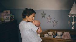 Penjelasan Video Viral Dokter Gendong Bayi yang Bikin Deg-degan