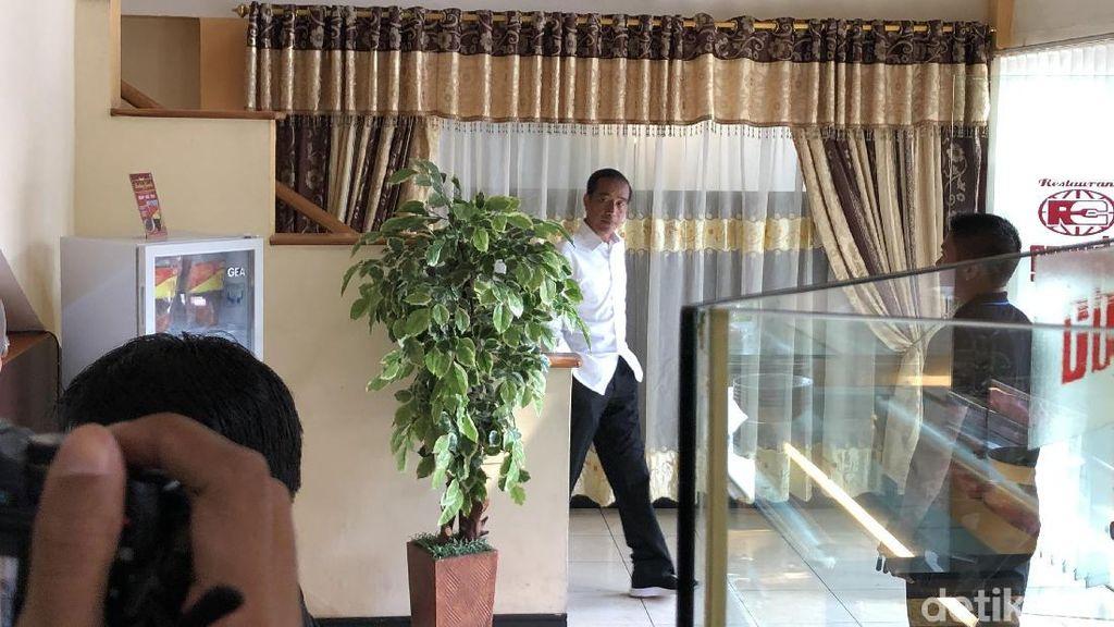 Jelang Debat, Jokowi Ajak Keluarga Makan Siang di Sabang Jakarta