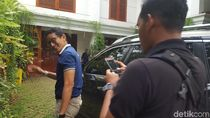 Jelang Debat Capres, Sandi Sowan ke Kediaman Prabowo