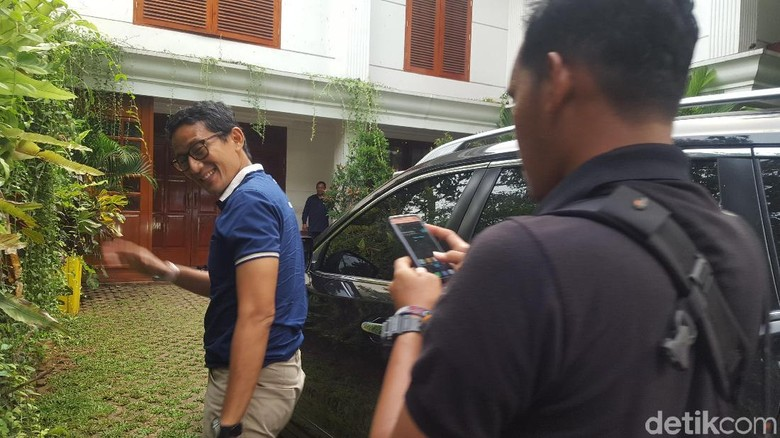 Jelang Debat Capres, Sandiaga Sambangi Rumah Prabowo