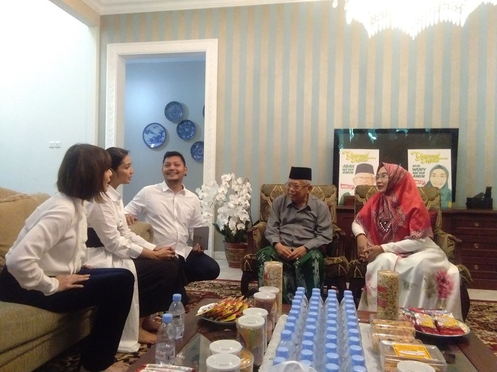 Maruf Amin menerima kedatangan Maudy Koesnaedi dan Olga Lydia. (Lisye Sri Rahayu/detikcom)