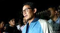 Sandiaga Pamer Pakai Jaket Buatan Anak Prabowo